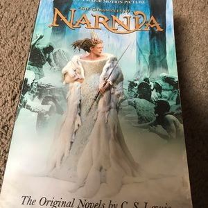 The Chronicles of Narnia paperback
